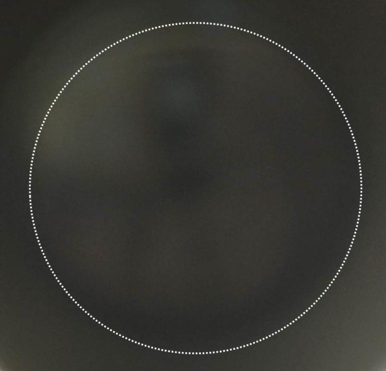 暗い視野の写真。真っ黒に見える。