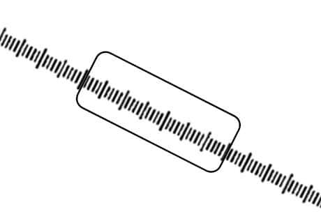 物体の角度は変わらず、接眼ミクロメータの角度が時計回りに30度ほど回転している。また、物体上に目盛が重なるように位置している。
